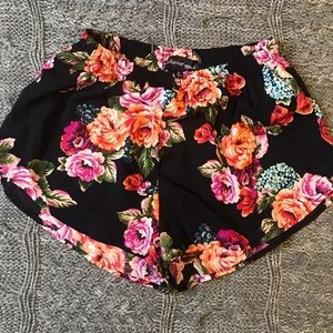NWOT Floral Shorts Ambiance Apparel